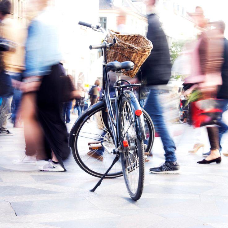 Vélo à Copenhagen - Vélo dans une rue de Copenhagen, gens, couleur, jour, Europe, Danemark, movement, photographie by kpicts on Etsy