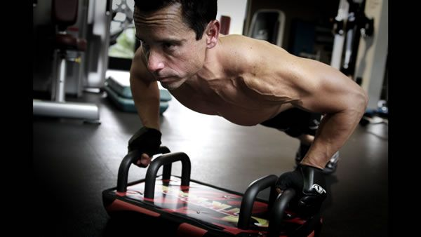Perfect push-ups with the TK-Tool! The TK-Tool has helped people who couldn't even DO a push-up before they started doing the TK-Tool learn how to do one! Visit our Kickstarter campaign page to learn more and contribute to this amazing fitness device! Click here: https://www.kickstarter.com/projects/534500949/the-tk-tooltm?ref=discovery