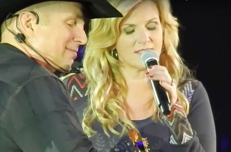 Garth Brooks joins Trisha Yearwood for 'Walkaway Joe.'