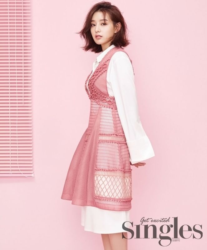 Singles Bombs Kim Ji Won With Lots of Pink | Couch Kimchi