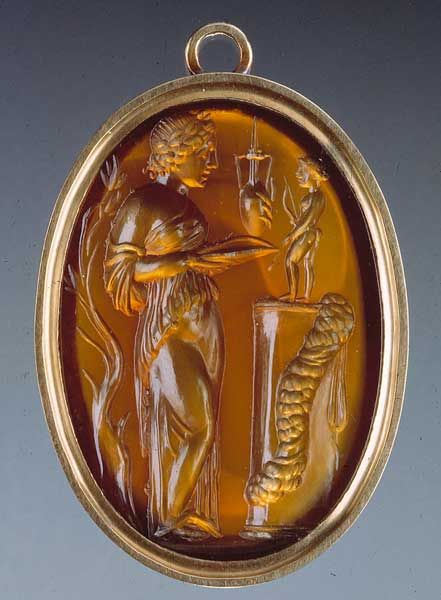 Medallion with intaglio: priestess and statuette of Apollo on a pillar Jewel, gem, seal Second half of the 1st century BC (intaglio) Gold and corniola  Musei Capitolini