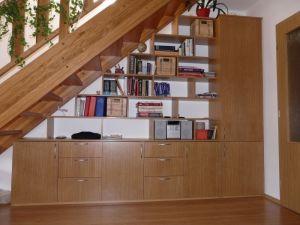 místo pod schody - Hledat Googlem