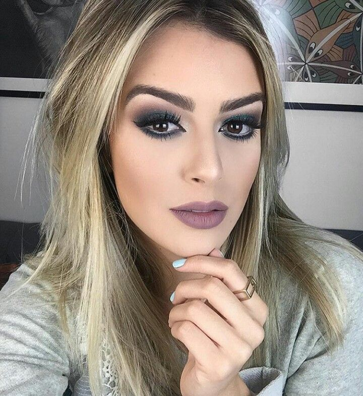 @blogmarianasaad @blogbrunalucena #makeup #maquiagem #neutro #verde #amei #bocanude #hair #blondhair