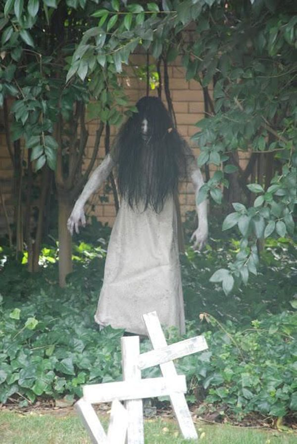 very scary outdoor halloween decoration