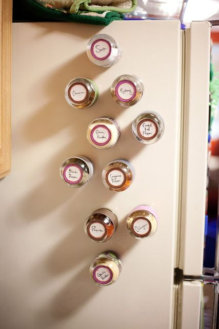 Magnetic spice jars made from empty baby food jars! Brilliant!