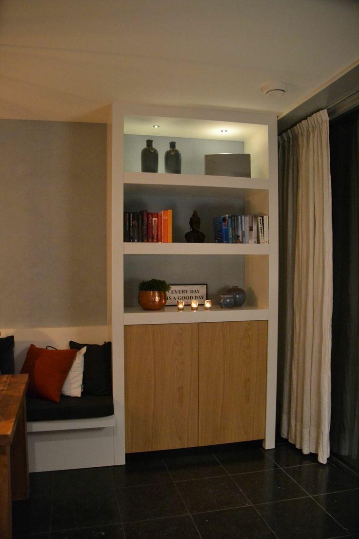 schappen-wandkast met eiken fineer deuren. Ontwerp en realisatie Www.meubelenmaatwerk.nl/www.steigerhoutenzo.nl