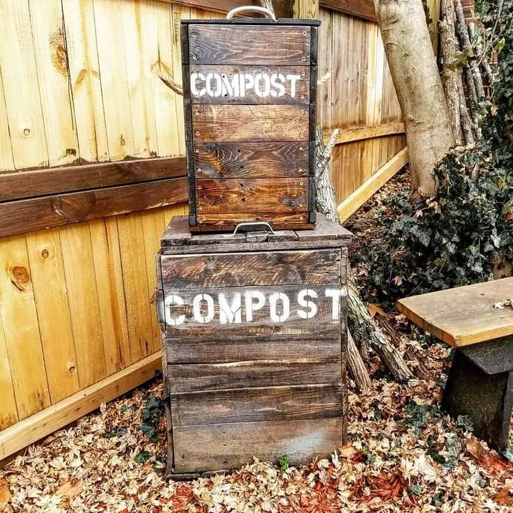 This new mini compost bin is reminding me that my own compost bin needs a good scrub!