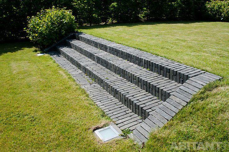 Широкая садовая лестница