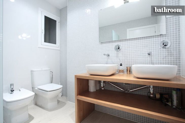 #Baño #moderno #decoracion via @planreforma #accesorios #sanitarios #espejos #rehabilitación #griferia #baldosas #madera