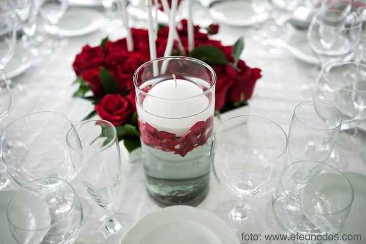 Cilindro y rosas rojas