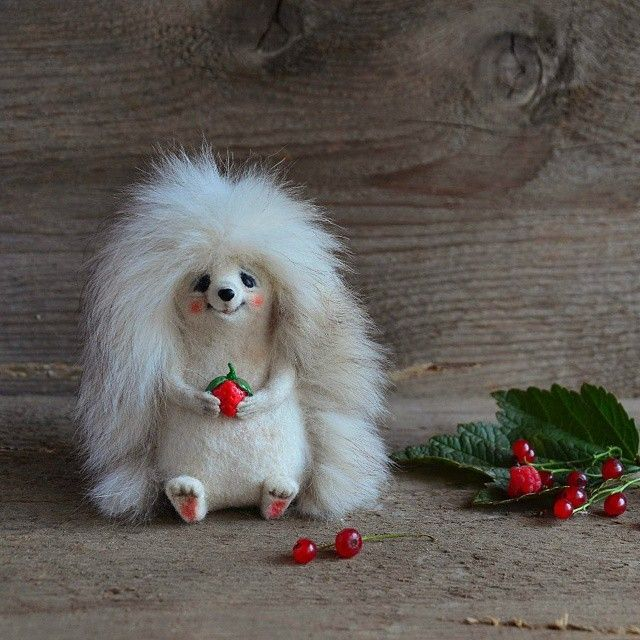 А вы знаете,что не все ежики колючие? Например этот малыш наоборот очень пушистый и милый ) Ежик выполнен под заказ и теперь будет жить в своем новом доме в США, штат Аризона Do you know that not all hedgehogs are pickly? This one is very very fluffy:) Now he is on the way to his new home in USA,Arizona :) #fluffy #hedghog #toy #felttoy #needlefelting #wool #игрушканазаказ #еж #ежик #валяная #валяние #войлок #шерсть #ручнаяработа #handmade