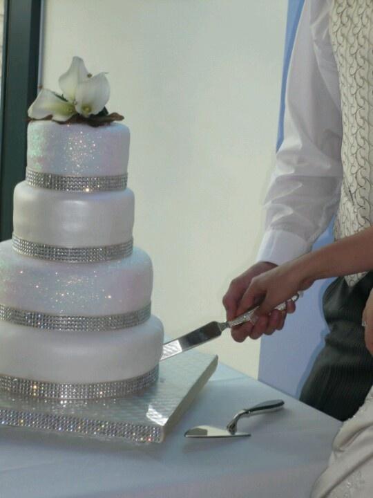 Sparkly wedding cake!!