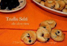 Taralli alle olive nere stuzzicanti,irresistibile!Itarallini alle olive neresono rustici, saporiti e i pezzettini di olive nere di rendono accattivanti