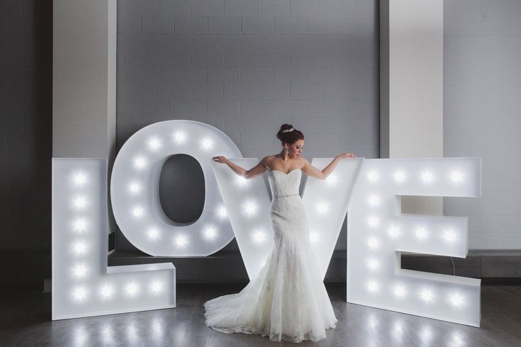 Modern Contemporary Wedding Inspiration  http://www.realweddings.ca