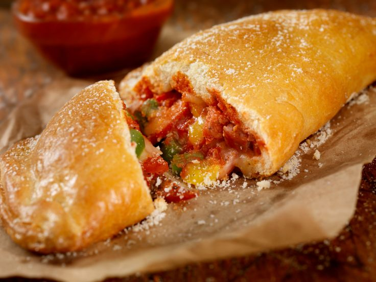 Calzone pugliese - La Cucina Italiana