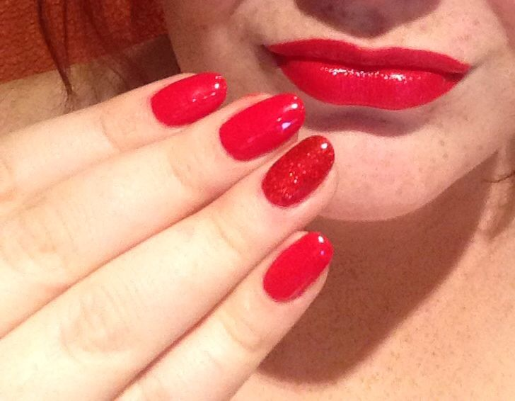 Red round nails, medium length, red glitter accent nails ...