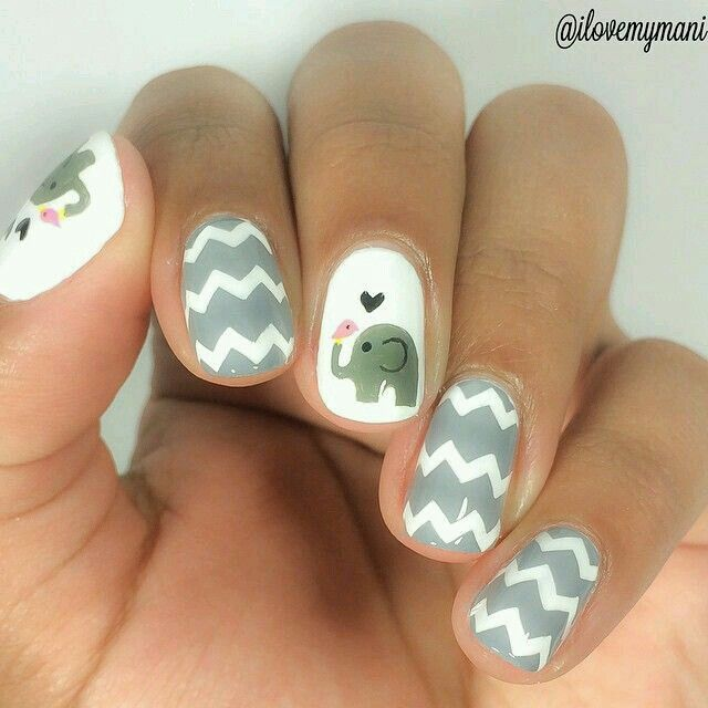 Super super cute nail art!!! Elephants are my favorite animal ever!!!