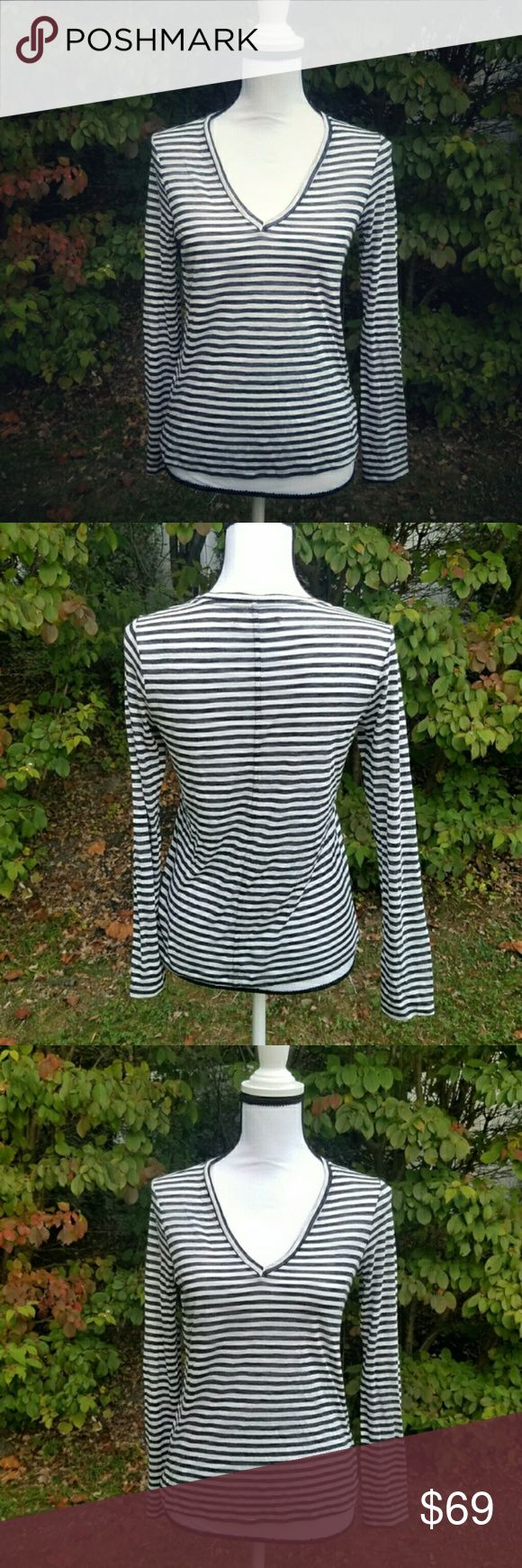 🎄HOLIDAY SALE🎄 J BRAND STRIPED TEE SIZE SMALL J BRAND STRIPED TEE SIZE SMALL worn once maybe twice the color is heather navy/black and heather white/gray in great condition J Brand Tops Tees - Long Sleeve
