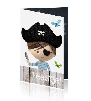 Super stoeren en leuke uitnodiging voor een kinderfeestje, met het thema piraat. Deze super leuke kaart voor een piratenfeestje is helemaal origineel. Zwaarden een piratenschip en andere l;euke pirat3en thema elementen komen terug op deze uitnodiging voor een kinderfeestje. Bekijk deze en andere stoere uitnodigingen bij Luckz.nl