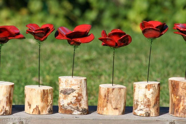 Mak - ceramiczny kwiat w drewnianym pieńku duży. $17