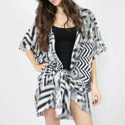 http://kabak.es/producto/kimono-blanco-negro/