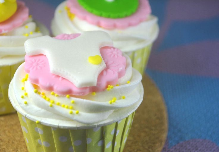{Tutorial Feature} How to Make Baptism Cupcakes