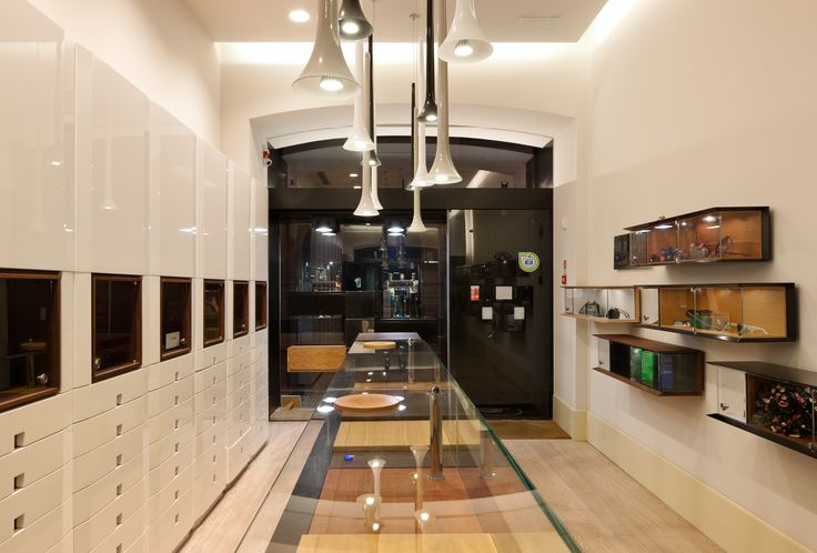 XYZ Arquitectos Associados - Óptica do Bolhão - Porto - Portugal - interior design - optical store - Sissi pendant light Vistosi