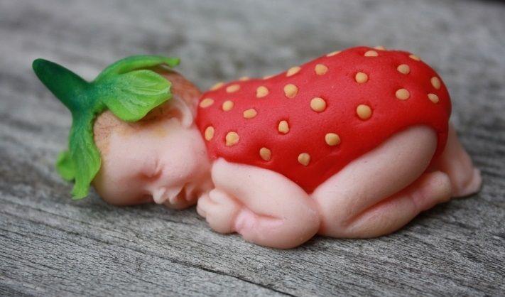 Babyshower caketopper; Strawberry