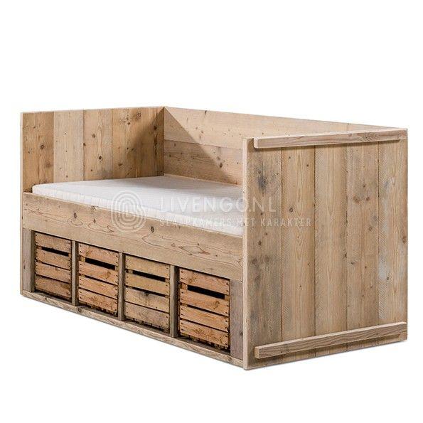Steigerhouten kajuitbed met fruitkistjes | scaffolding wooden bed with fruitboxes | http://www.livengo.nl/steigerhouten-bed/steigerhouten-eenpersoonsbedden/kajuitbed-met-fruitkistjes | #peuterbed #hout #opbergruimte  #kinderkamer #livengo
