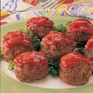 Mini meatloaf. I want to try these. Made in a muffin tin.