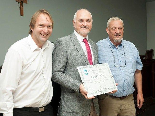 Reconocimiento del Honorable Concejo Municipal de Esperanza a Osvaldo Gross  por su trayectoria internacional dentro de la Pastelería y Repostería– Octubre 2014.