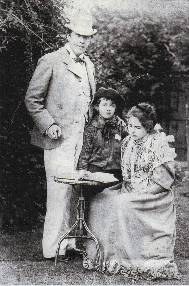 Oscar Wilde and Constance (with Cyril?)