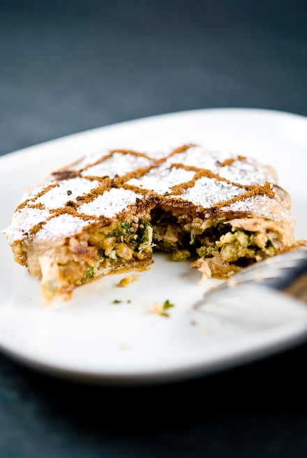 The pastilla is a traditional dish of the Maghreb, sheet consisting of brik filled onion, pigeon or chicken, parsley, coriander, egg and almond