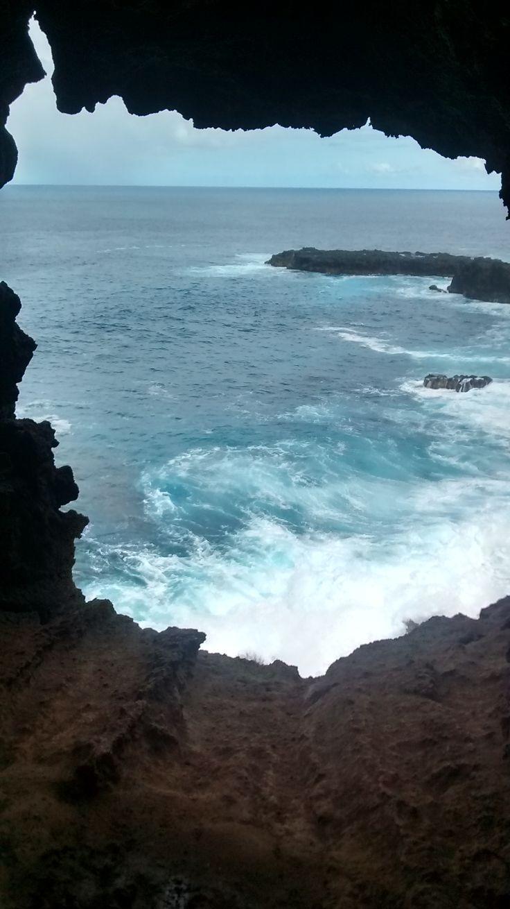 Ana Kakenga, la cueva tiene 2 ventanas que miran al mar de Rapa Nui