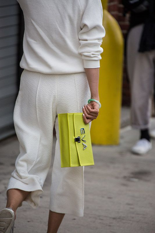 SS16 streetstyle detail  chic and cozy  white sweatshirt white Culotte yellow clutch