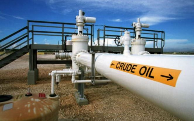 #ForexTrading Oil bulls take control, US Dollar dips ahead Unemployment data London, UK -Oil bulls take control, US Dollar dips ahead Unemployment data because the #USDollar index has decreased again this morning. The Oil has rebounded aggressively in yesterday's trading session after the United States Crude Oil Inventories indicator has released. The US Crude Levels have ...