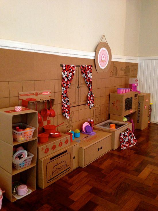 Casa de bonecas feita com caixas de papelão, fala serio...