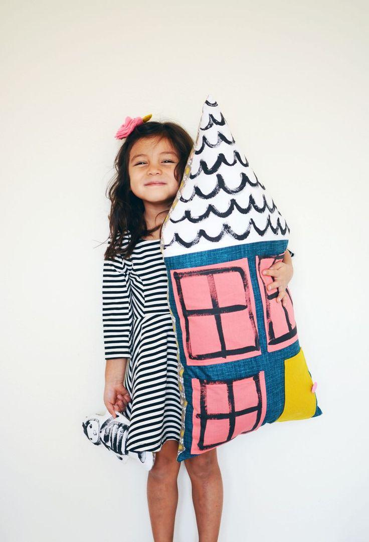 Dollhouse pillow. So cute! (click through for tutorial)