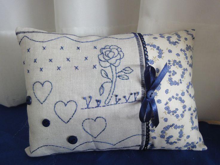 almofalda bordada em tecido de algodão