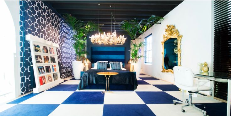 Amazing interior in Het Arsenaal by Studio Des Bouvrie | Eclectic, blue & gold and a touch of green.  #design #interior #moniquedesbouvrie