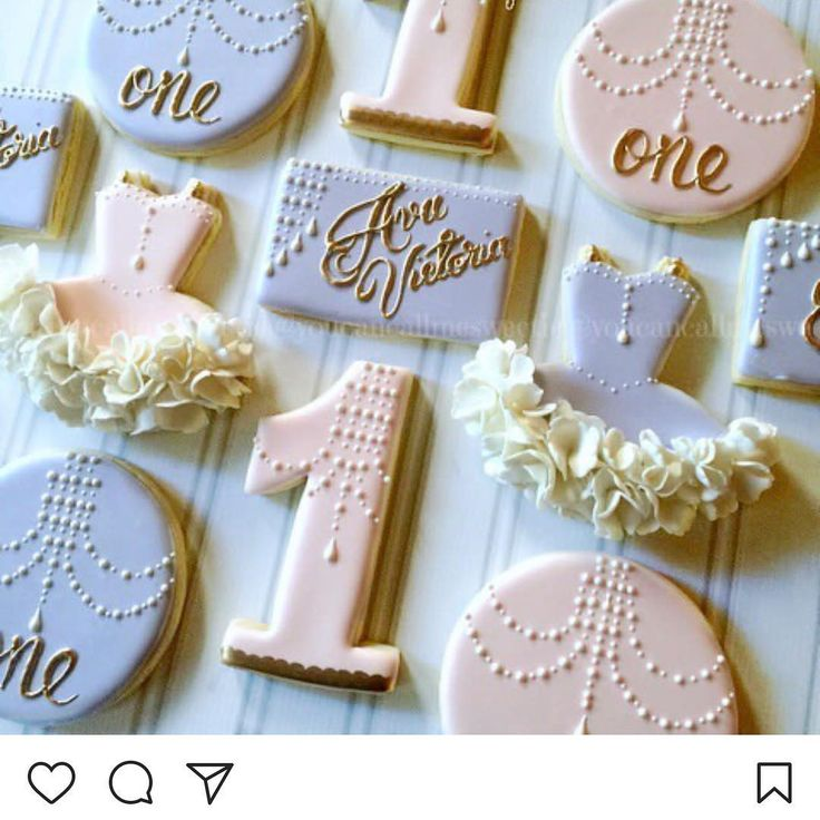 "9 Likes, 1 Comments - Ximena Sempertegui (@cakesbyximena) on Instagram: ""Our Helvetica Numbers simply elegant! @youcancallmesweetie #number #one #cookiesupplies #cookie…"""