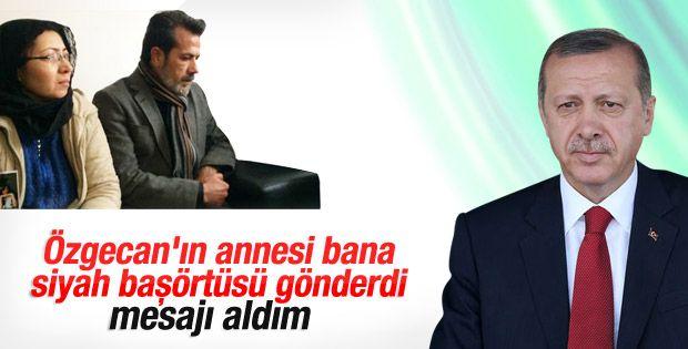 """AFAD'da konuşma yapan Erdoğan, Özgecan Aslan'ın ailesine sabır dilediğini söyleyerek, """"Bugün gönderdikleri siyah başörtülerini ve mesajı aldım"""" dedi."""