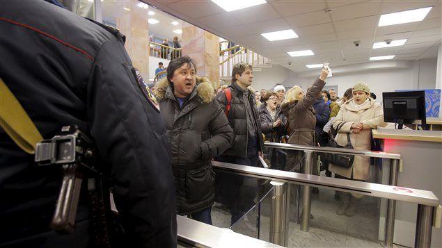 Le rouble en chute libre, les Russes prisonniers de leur hypothèque