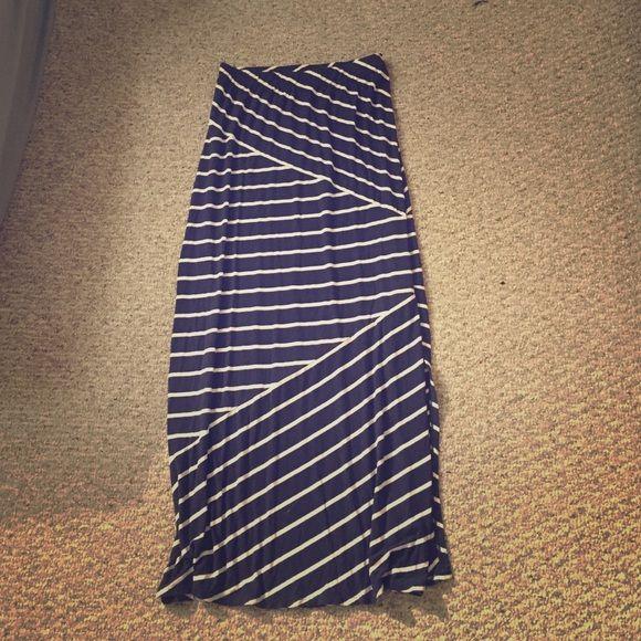 Final markdown LOFT navy maxi skirt Navy and white maxi skirt. Worn once. Size xs tall ❌NO TRADES❌ LOFT Skirts Maxi