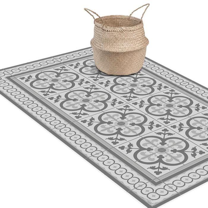 Nos tapis vinyle carreaux de ciment sont fabriqués et créés en France dans nos ateliers. Les tapis vinyle by SPLASH sont disponibles en format 60x100 cm, 60x200 cm et 120x200 cm pour sublimer chaque pièce de votre intérieur, de la cuisine en passant