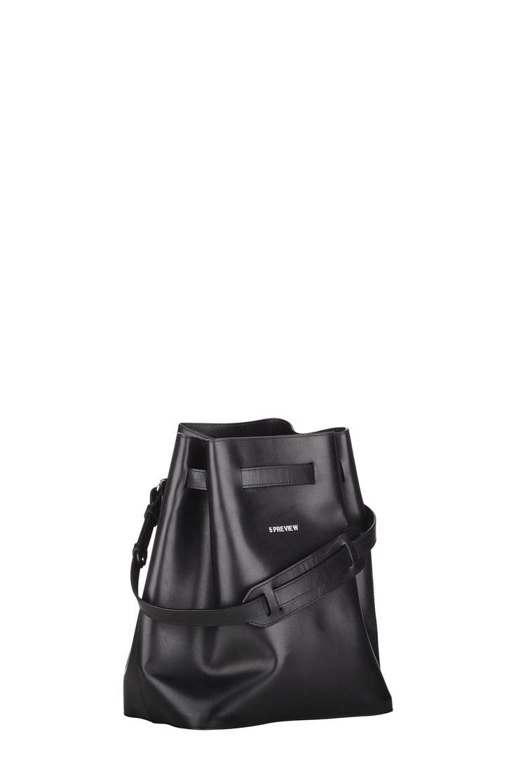 5PREVIEW JAGGAR Bucket Bag in cowleather.