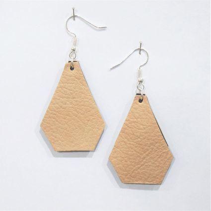 Varjo-korvakorut | Weecos #annieeleanoora #korvakorut #earrings #kierrätysnahka #recycledleather