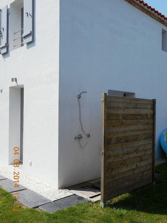les 11 meilleures images propos de douches de jardin sur pinterest cadeaux photos et brun. Black Bedroom Furniture Sets. Home Design Ideas