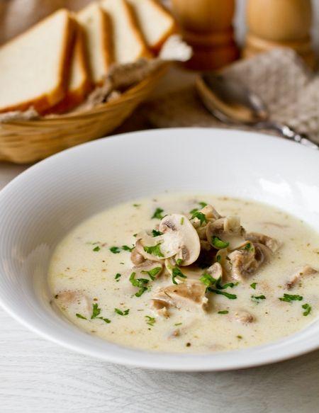 Сливочный суп с курицей и грибами