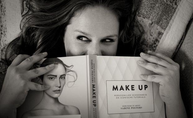Visagiste Sabine Peeters over make-up en schoonheid! http://www.vrouwengezondheid.be/gezond-leven/life-is-like-a-box-of-make-up-sabine-peeters-over-chte-schoonheid